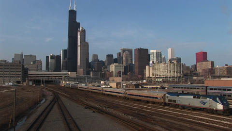 A passenger train heads into downtown Chicago Stock Video Footage