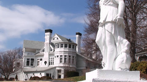 A concrete statue stands outside a mansion Stock Video Footage