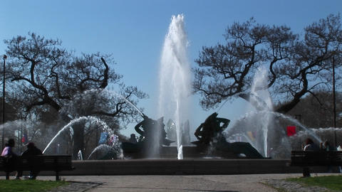 Medium shot of the memorial fountain in Philadelphia Stock Video Footage