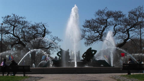 Medium shot of the memorial fountain in Philadelphia Stock Video Footage