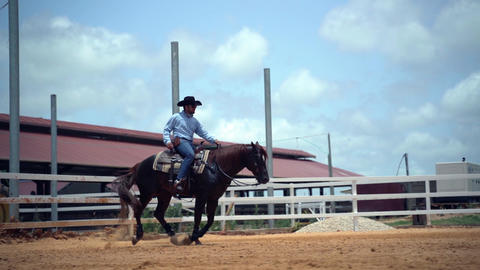 Slow motion western ranch concept. Man riding a horse in a farm ranch horses Acción en vivo