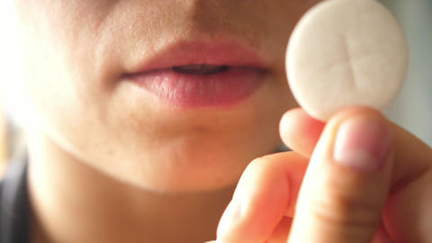 faithful receiving Holy Communion on the tongue ライブ動画