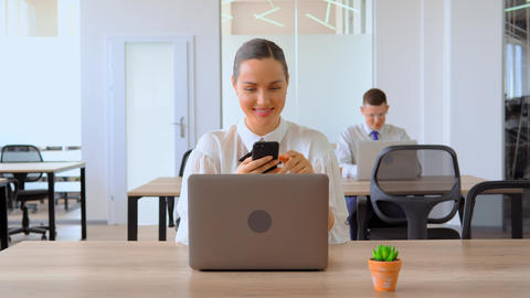 portrait businesswoman using smartphone at workplace Live Action