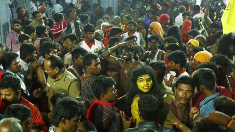 Devotees dancing in crowd at Hindu festival in Sri Mutharamman Temple Filmmaterial