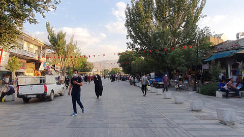 Crowds and crowds in the traditional market ライブ動画