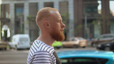close up profile caucasian guy going on the street ライブ動画