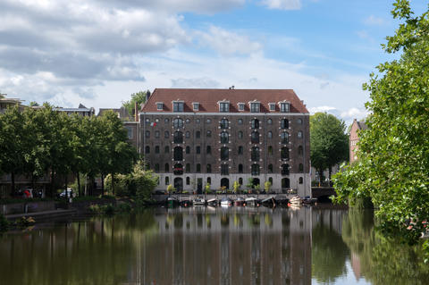 Building At The Wittenburgergracht Canal At Amsterdam The Netherlands 22-7-2020 フォト