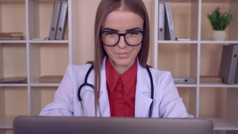 successful physician in hospital ライブ動画