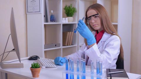portrait research scientist at work ライブ動画