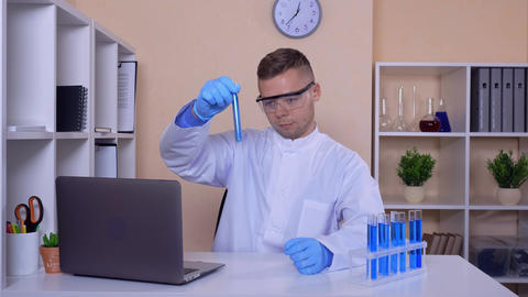 happy laboratory assistant at work ライブ動画