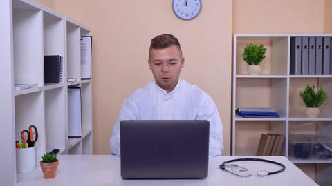 therapist has conference call in office ライブ動画