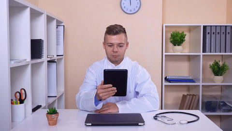 therapist use voip for call in office ライブ動画