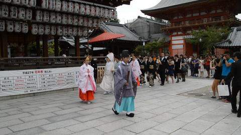 Japanese Bride Walking At The Yasaka Shrine Kyoto Japan 2015 ライブ動画