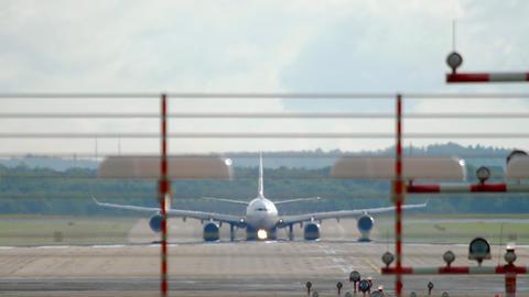 Widebody jet airplane departure ライブ動画