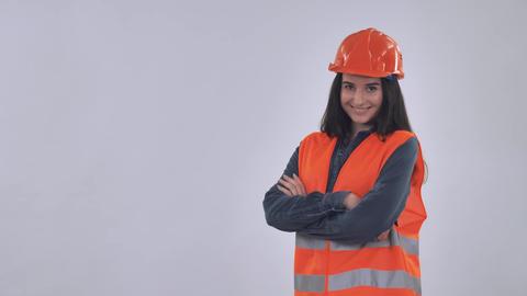 Caucasian happy female builder Acción en vivo