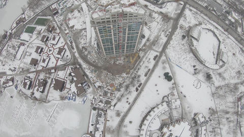 High speed flight of an FPV drone around a construction site crane Live Action