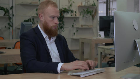 redhead young man works in contemporary company ライブ動画