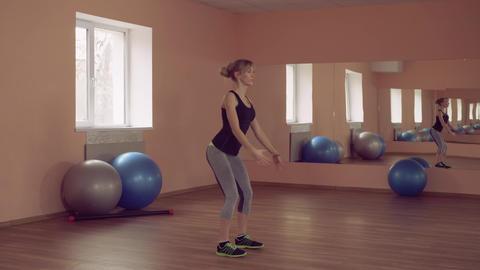 sportswoman intense physical exercise strengthening legs ライブ動画