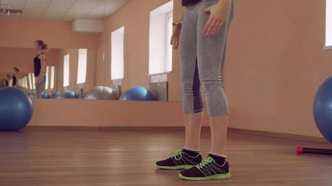 beautiful female intense physical exercise strengthening legs ライブ動画
