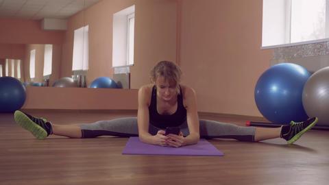 beautiful female stretching use mobile ライブ動画