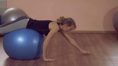 caucasian sportswoman training in local gym ライブ動画