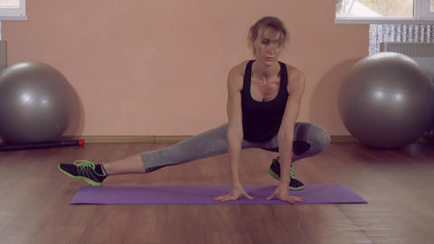 fit female stretching working out ライブ動画