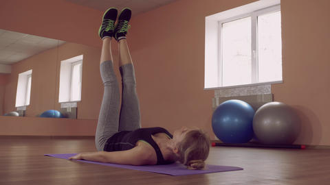 beautiful female intense physical exercise for lower abs ライブ動画
