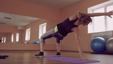 beautiful female intense physical exercise stretch ライブ動画