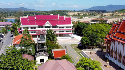Panoramic aerial view of Choeng Thale Temple in Phuket, Thailand ライブ動画