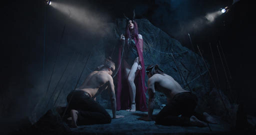 Sexy female demon is holding the leashes of two blindfolded men, 4k ライブ動画