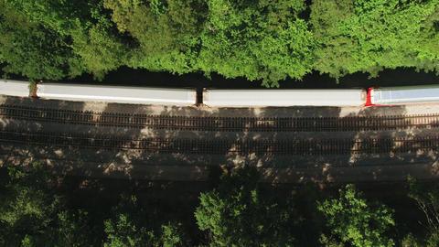 Bird's Eye View Of A Train Travelling ライブ動画
