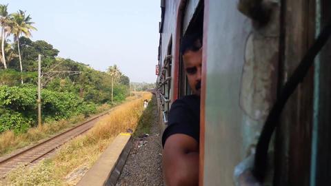 Man Travelling By Train ライブ動画