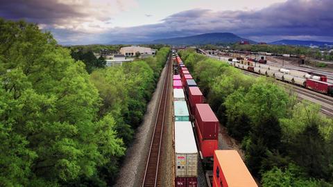 Rail Freight Trains In Transit ライブ動画