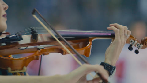 woman violinist plays music performing on ice rink closeup ライブ動画