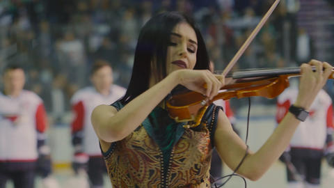 young lady plays violin performing at concert at sports show ライブ動画
