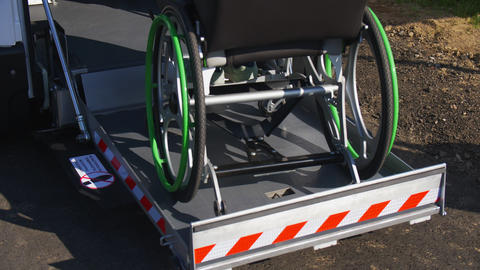 person in wheelchair uses automatic ramp to get inside van ライブ動画