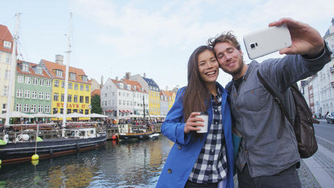 Copenhagen travel people taking friends selfie ライブ動画