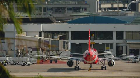 AirAsia Airbus A320 taxiing ライブ動画