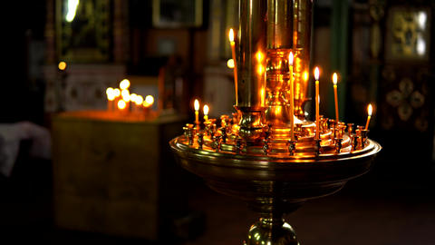 Gold large candlestick with burning candles on a blurred background Acción en vivo