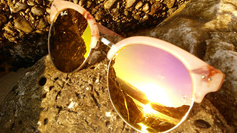 The reflection of the sea in sunglasses on the shore ビデオ