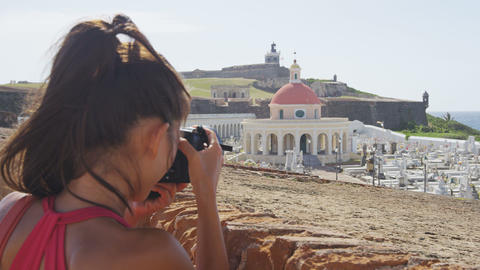 Puerto Rico tourist taking photo at Old San El Morro and Cemetery ライブ動画