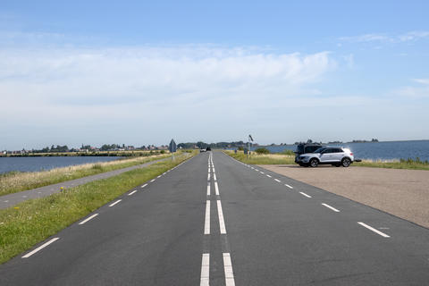 Cars On The Road To Marken City The Netherlands 6-8-2020 Fotografía