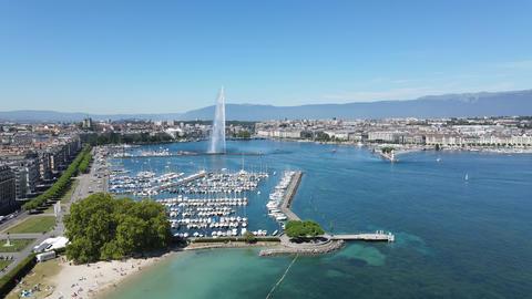 Aeial view over Lake Geneva in Switzerland Acción en vivo