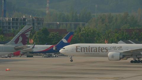 Airplane taxiing after landing Acción en vivo