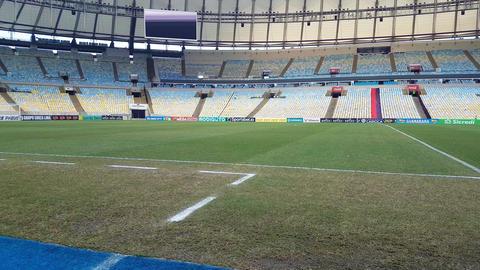 Empty Maracana Football Stadium Green Grass Field and Grandsrand, Rio De Janeiro Acción en vivo