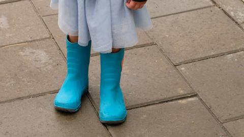 Crop girl in boots on pavement Acción en vivo