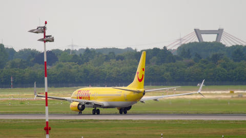 Boeing 737 TUIfly accelerate before departure GIF