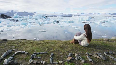 Iceland nature landscape Jokulsarlon glacial lagoon - ICELAND written with rocks Acción en vivo