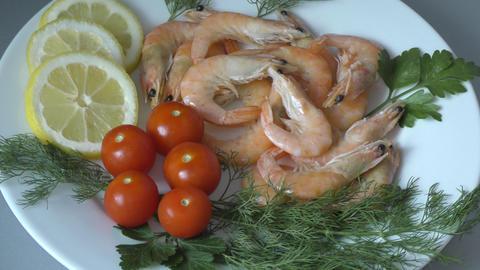 Prawns (Latin. Caridea) as food - delicacy Acción en vivo