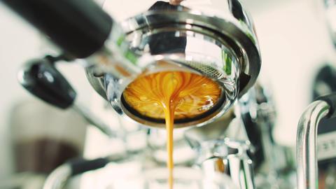 CINEMAGRAPH SEAMLESS LOOP VIDEO: Coffee espresso machine perfect extraction Acción en vivo